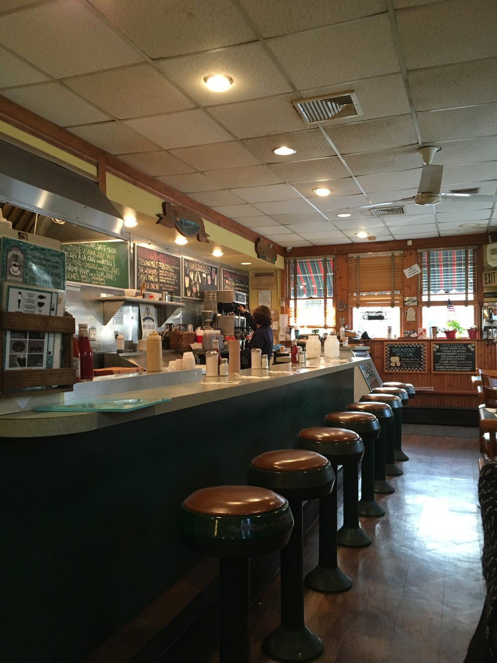 Cozy City Island Diner