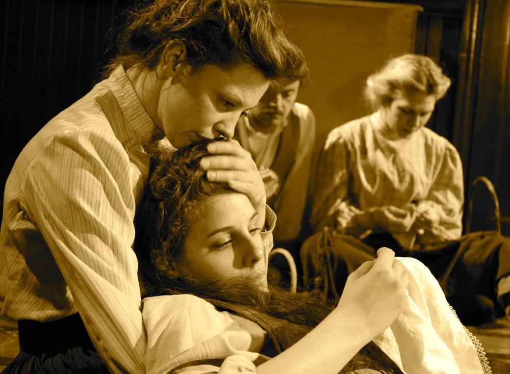 Ward Theatre Company intern Petra Glieson (Australia) with Company member Leah Costello, 2011.