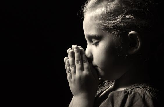 LIttle girl prays.christchurchshny.png