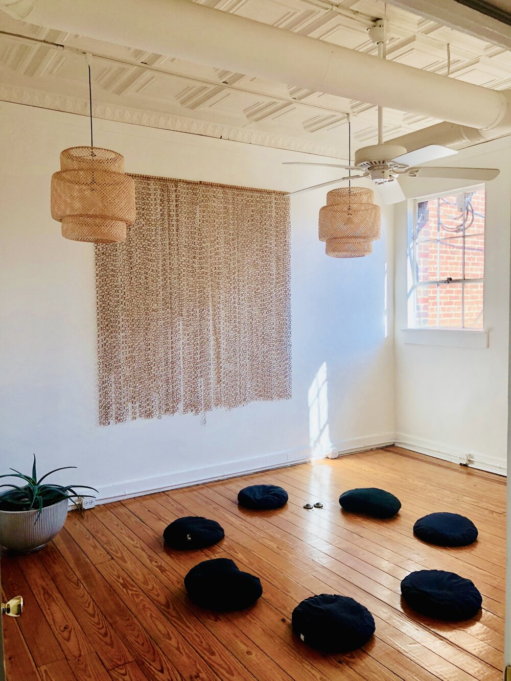 """Oct 21<br/><a href=""""http://www.ashtangayogarichmond.com/workshops-and-events/"""">Finding Space & Moving Beyond</a>"""