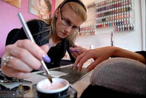 Manicure behandeling bij PiNK in Veendam