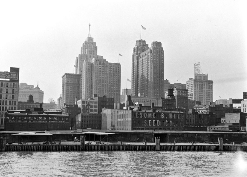 ResearchingDetroit-01-1930s-Detroit-skyline02.jpg