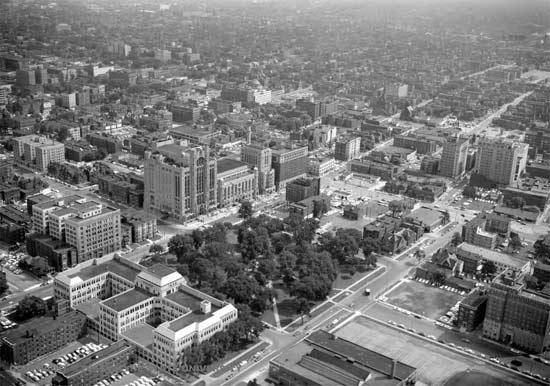 ResearchingDetroit-04-1956-Detroit-CassPark.jpg