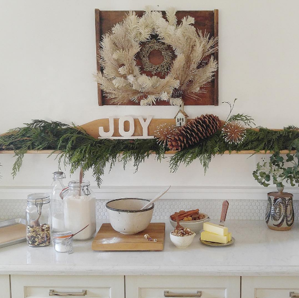 """Jennifer of @theranchuncommon decks out her California kitchen with a carefully-curated assortment of vintage cooking accoutrements and festive garland. // Featured Design: Torquay™ #holidaysathome #cambriaquartz"""