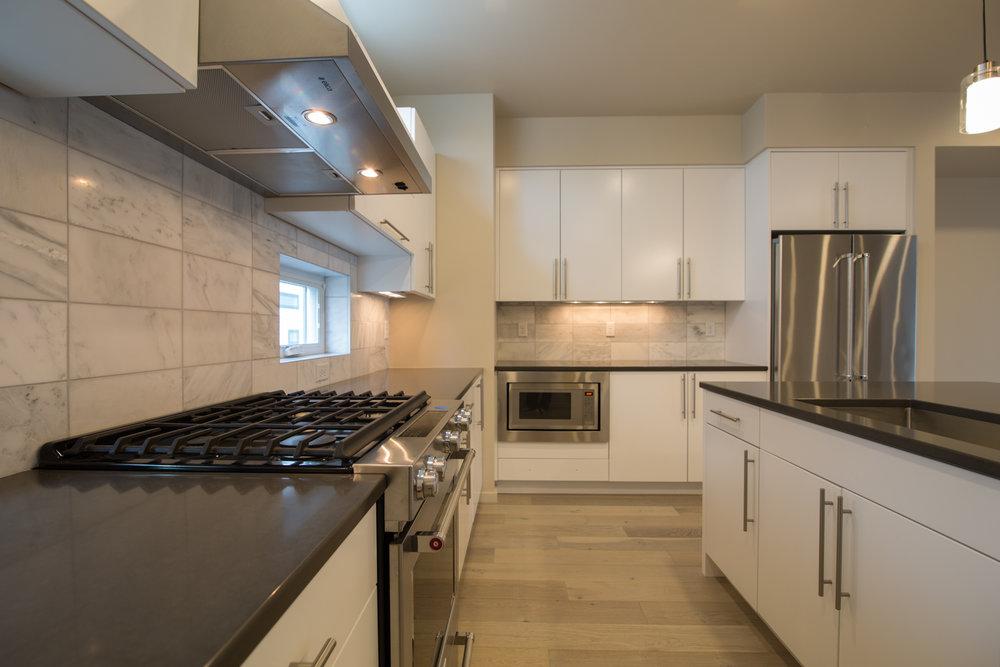 HR-Nebo_527 E Mendenhall-2 kitchen.jpg