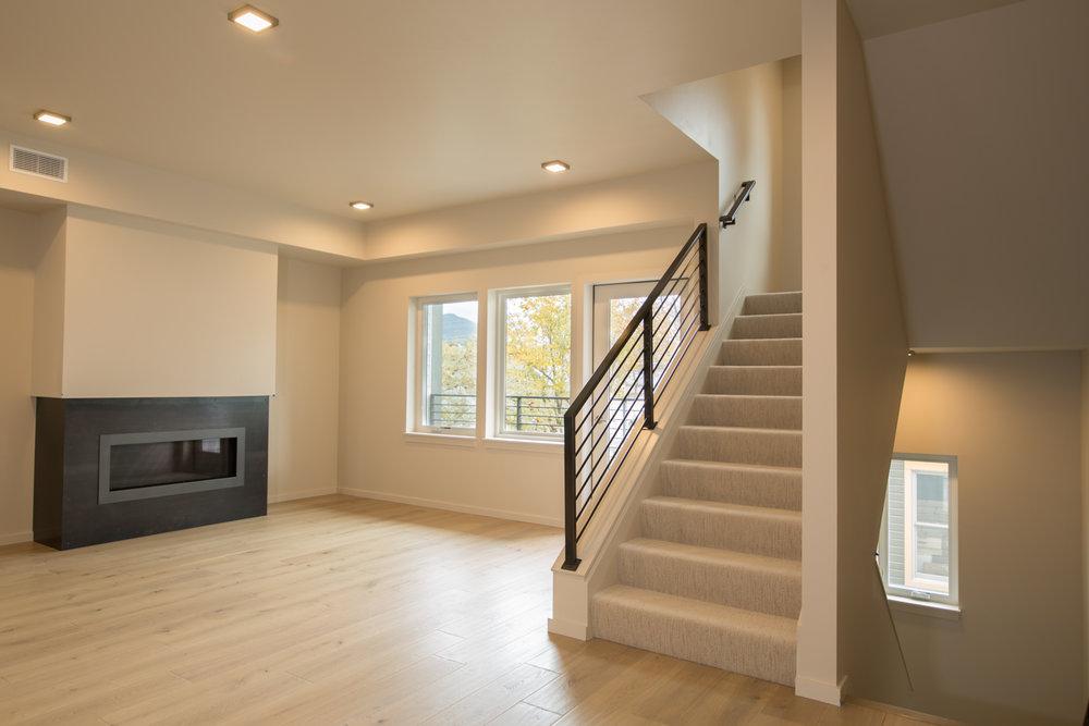 HR-Nebo_527 E Mendenhall-3 livingroom.jpg