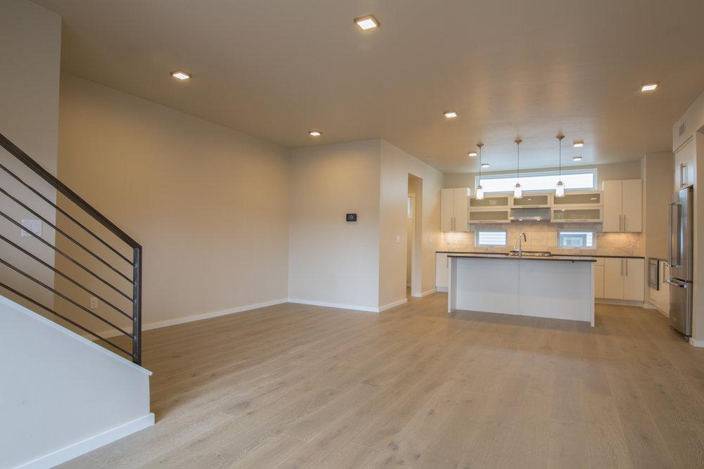 HR-Nebo_527 E Mendenhall-5 livingroom 3.jpg
