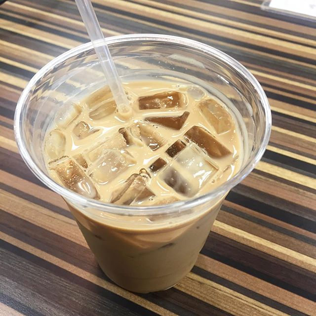 Iced toffee crunch latte🎉Baristas choice today!!
