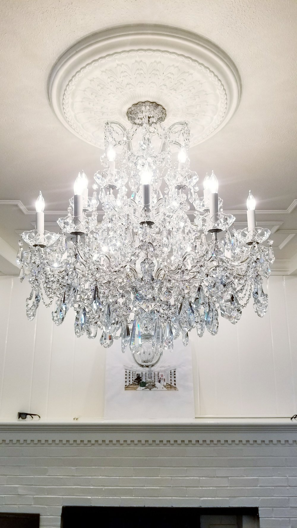 Via Venteo Crystal Chandelier