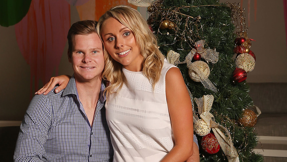 Captain Steve Smith & partner Dani Willis celebrate Christmas together at the players luncheon. Photo: Getty Images.