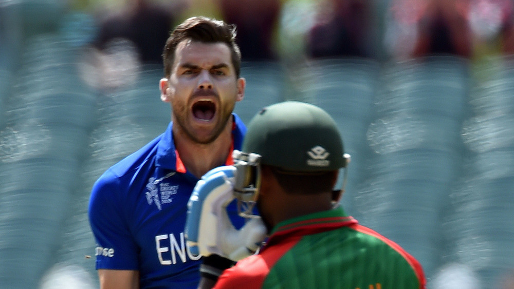 England's paceman James Anderson (L) shouts after taking the wicket of Bangladesh's Imrul Kayes (R) during the 2015 Cricket World Cup , friendly rivalry! Photo: Getty Images.