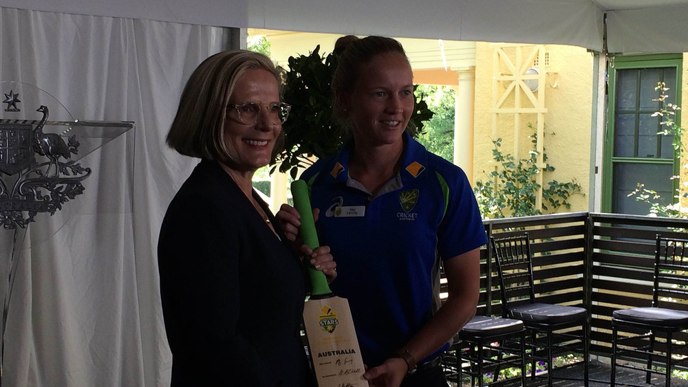 Lucy Turnbull receives a gift from Southern Stars captain Meg Lanning. Photo: Sourced.