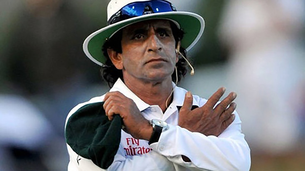 One of the most famous umpires of the game Asad Rauf signals a change of heart! Photo: Getty Images.