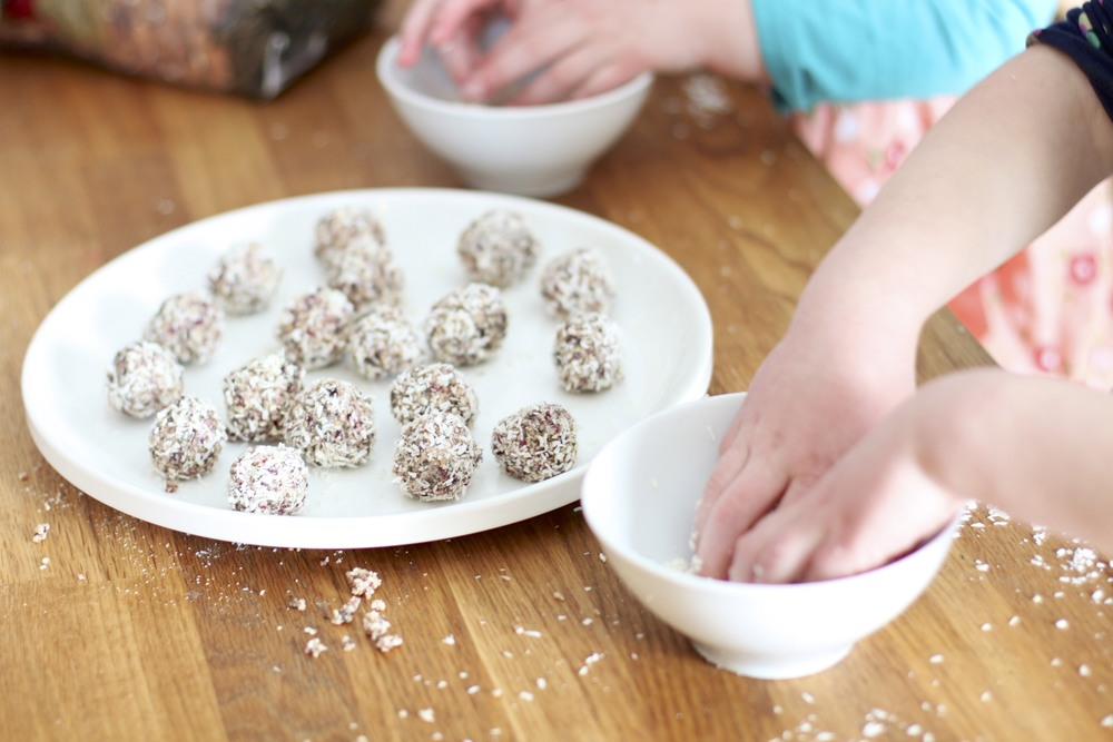 low carb/paleo kids: 3-seed coconut berry energy bite (nut free, grain free, dairy free)