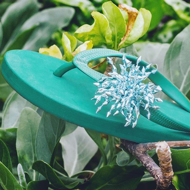 All about green 💚  #popits #popitshawaii #sandals #slippers #charms #jewelry #beach #waikiki #hawaii #beach