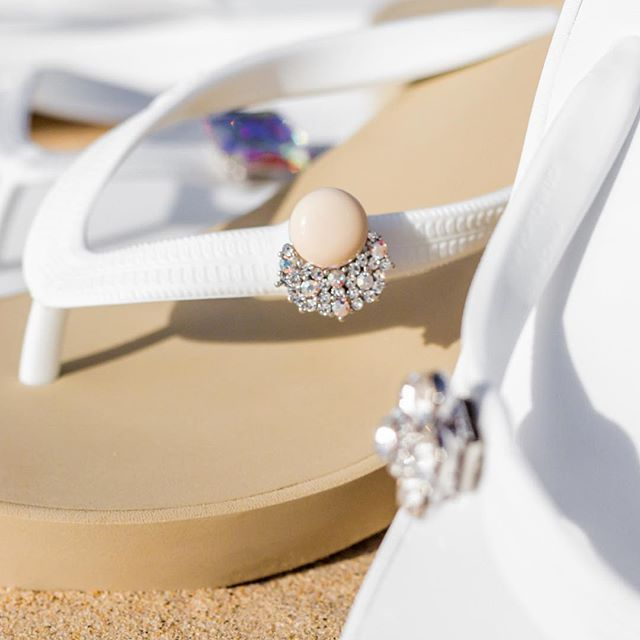 It's all about the details! Perfect for special occasions to everyday wear 😍#popits #popitshawaii #sandals #slippers #charms #jewelry #beach #waikiki #hawaii #beach