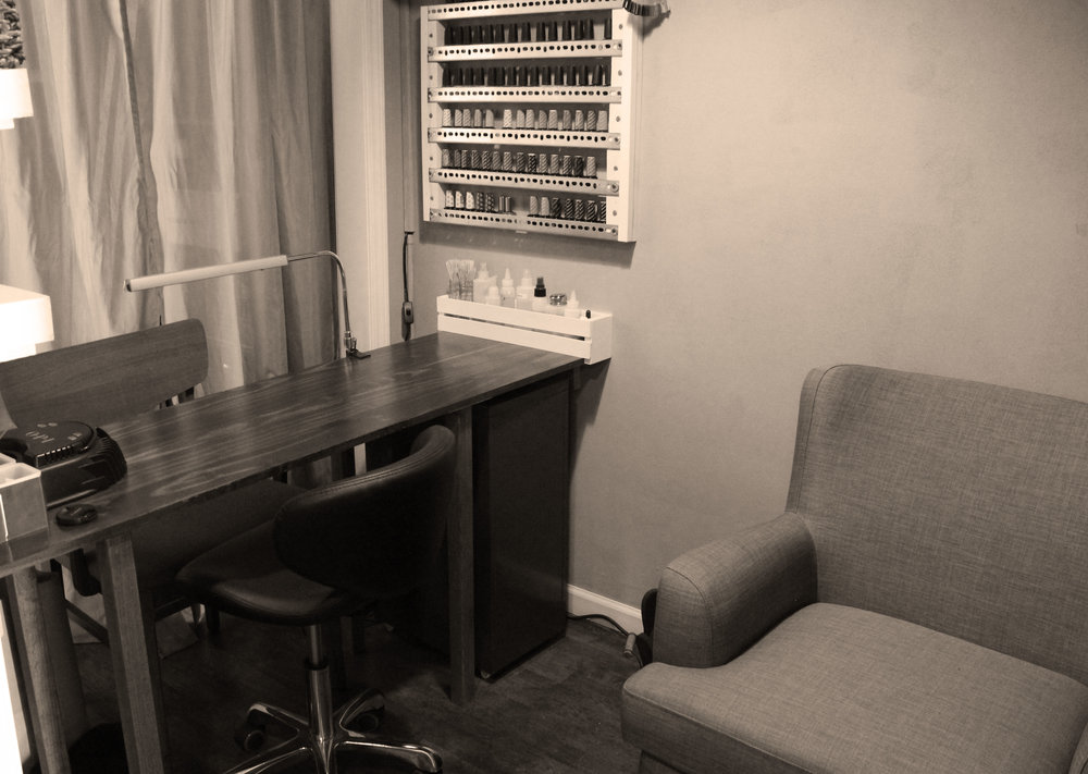 nail room desk.jpg