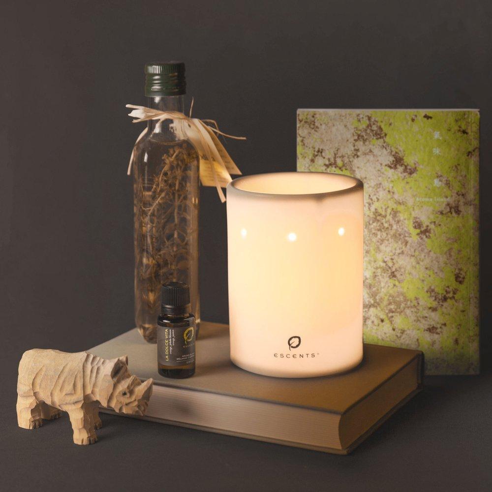 《氣味島》專書與經典薰香燈搭配「甜蜜生活」複方精華(價值$3960元)×五組