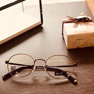 樂活眼鏡 Lohas  - 品牌介紹:樂活眼鏡突破眼鏡行價格不一的模式,Lohas以持續創造消費者新體驗,滿足大家藉由戴眼鏡讓視野清晰之外,更關注眼睛健康,配鏡環境,與眼鏡周邊細節,試圖觸發更多消費者體驗樂活精神,享受美,樂在生活。優惠內容:配眼鏡一副贈送太陽眼鏡一副(價值1980元) or 配眼鏡一副贈送一組鏡片功能升級 ex. 藍光、染色、抗UV...等等 (價值500元)新入樂活眼鏡會員,買隱形眼鏡贈送 60ml 藥水一瓶優惠門市:【台中】台中東山店、台中中科店、台中潭子店【高雄】高雄熱河店、高雄鼎山店、高應大店、高雄南京店、高雄明誠店、高雄文山店、高雄河堤店