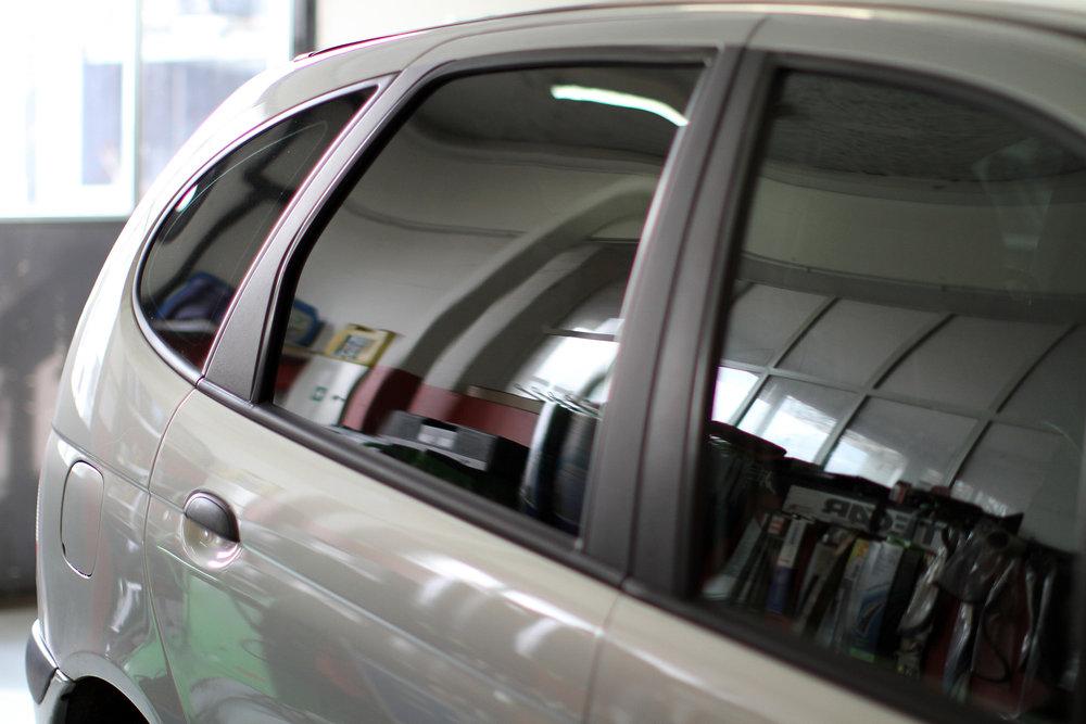 Garage Roland Rüegg - Fahrzeugscheiben ersetzen und tönen