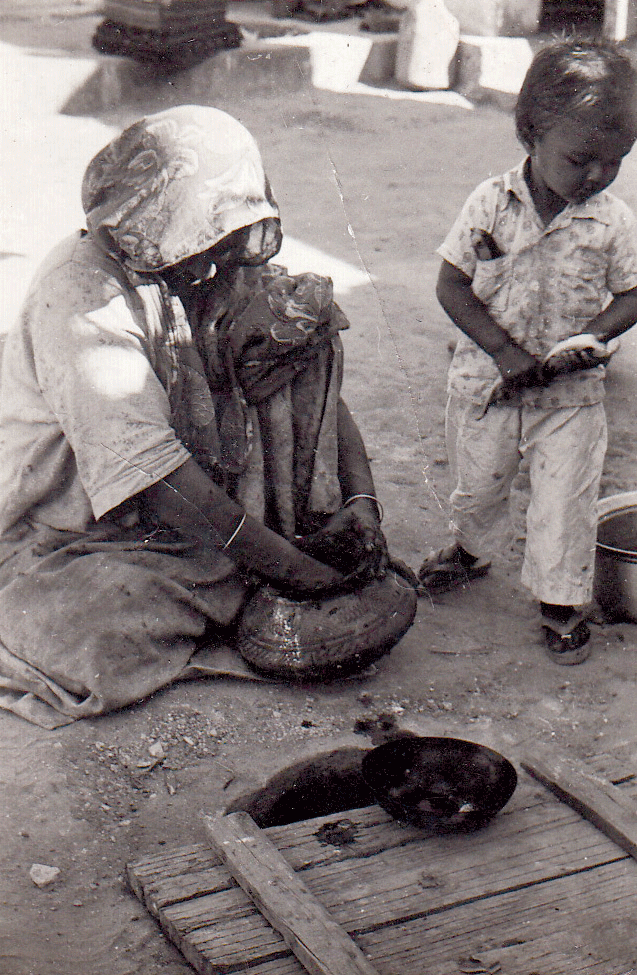 Women from Dhamadka preparing indigo dyes