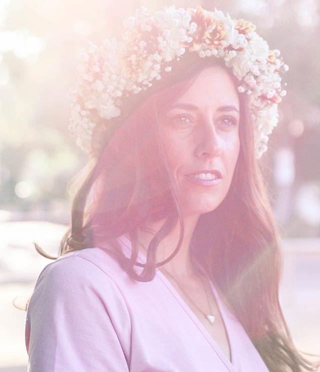 😍😍😍 Photoshoot yesterday with the brilliant and talented @jenny.kenning!  I have a feeling your new hobby will take you far!  She homemade that real flower crown too! 🌸 Stay tuned for more pictures and for her to get her business pages up!  Thank you for the photos and for sharing your talent with me, lovely! . . .  #JennyKenningPhotography #flowercrown #photography #goldenhour #fairytale #actress #model #Goddesslipsense