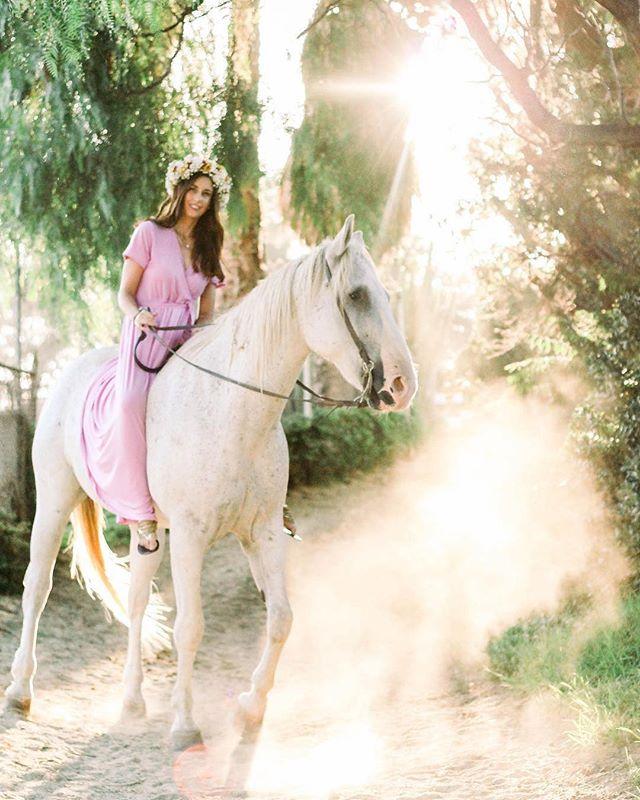 "#Repost Thank you, @jenniferkenningphotography !!! ・・・ ""If I'm honest I have to tell you that I still read fairytales, and I like them best of all."" Audrey Hepburn . #jenniferkenningphotography #naturallightphotography #griffithpark #horse #whitehorse #losangeles #model #losangelesphotographer #sunset #weddingphotography #weddingphotographer #portraitphotography #horsesofinstagram #amazing #fairytale #Prince #TheHorse"