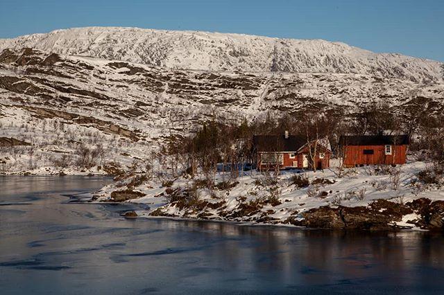 For tiden vinterklargjøring av hytter og båter i fjellet. Isen har lagt på Kviltjønna. #lierne #fjellstyreneilierne #fjellstyrene #jaktilierne