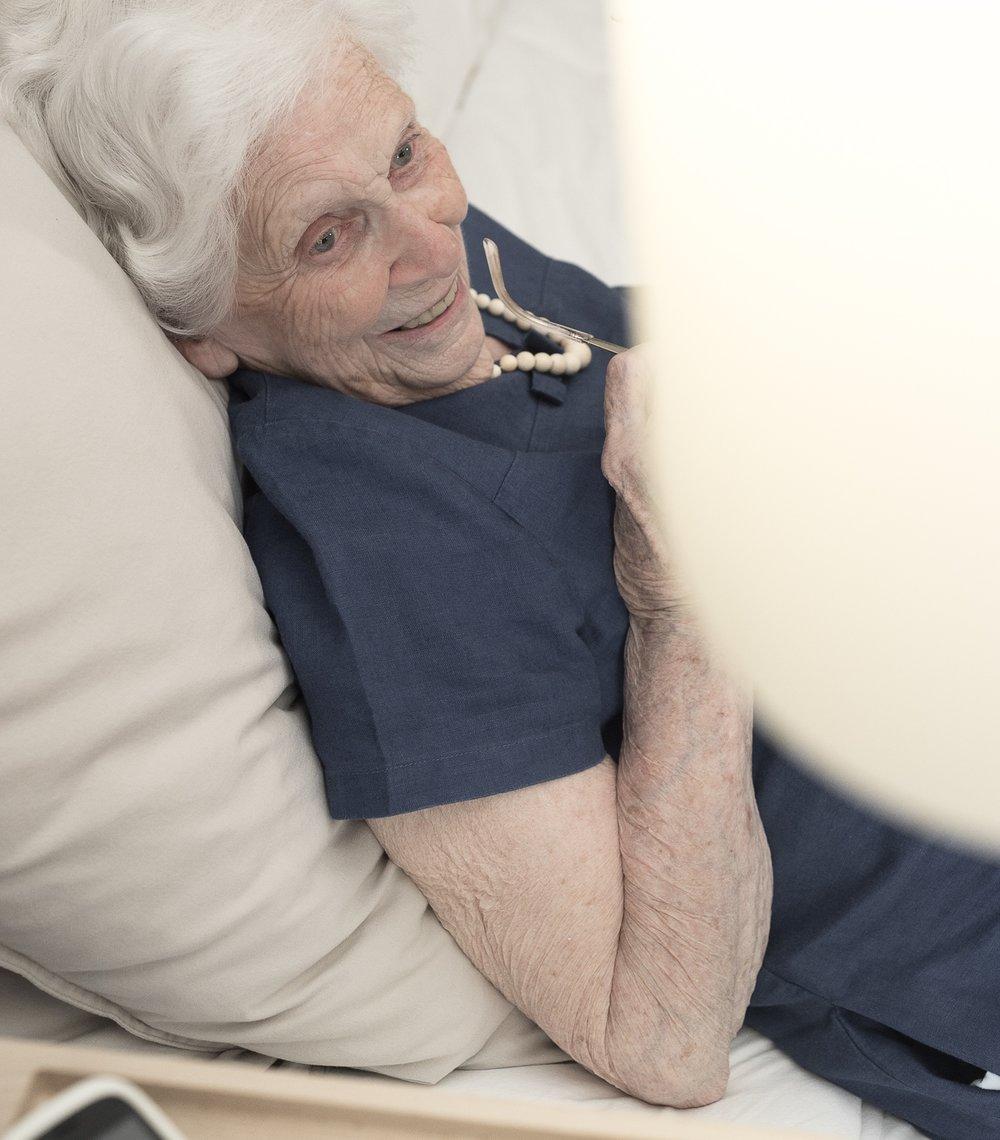 """""""Je ne peux plus me passer de Lumaïna"""". - Jacqueline, 93 ans qui vit seule dans son domicile"""