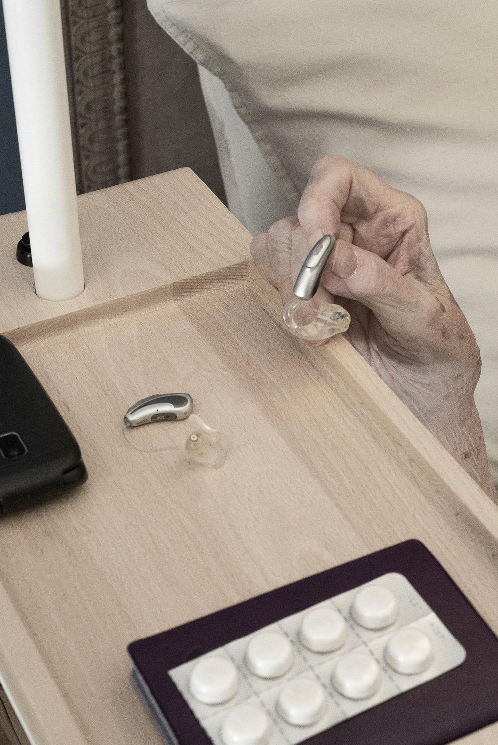À portée de main - Tablette pour avoir les objets sécurisants à proximité.
