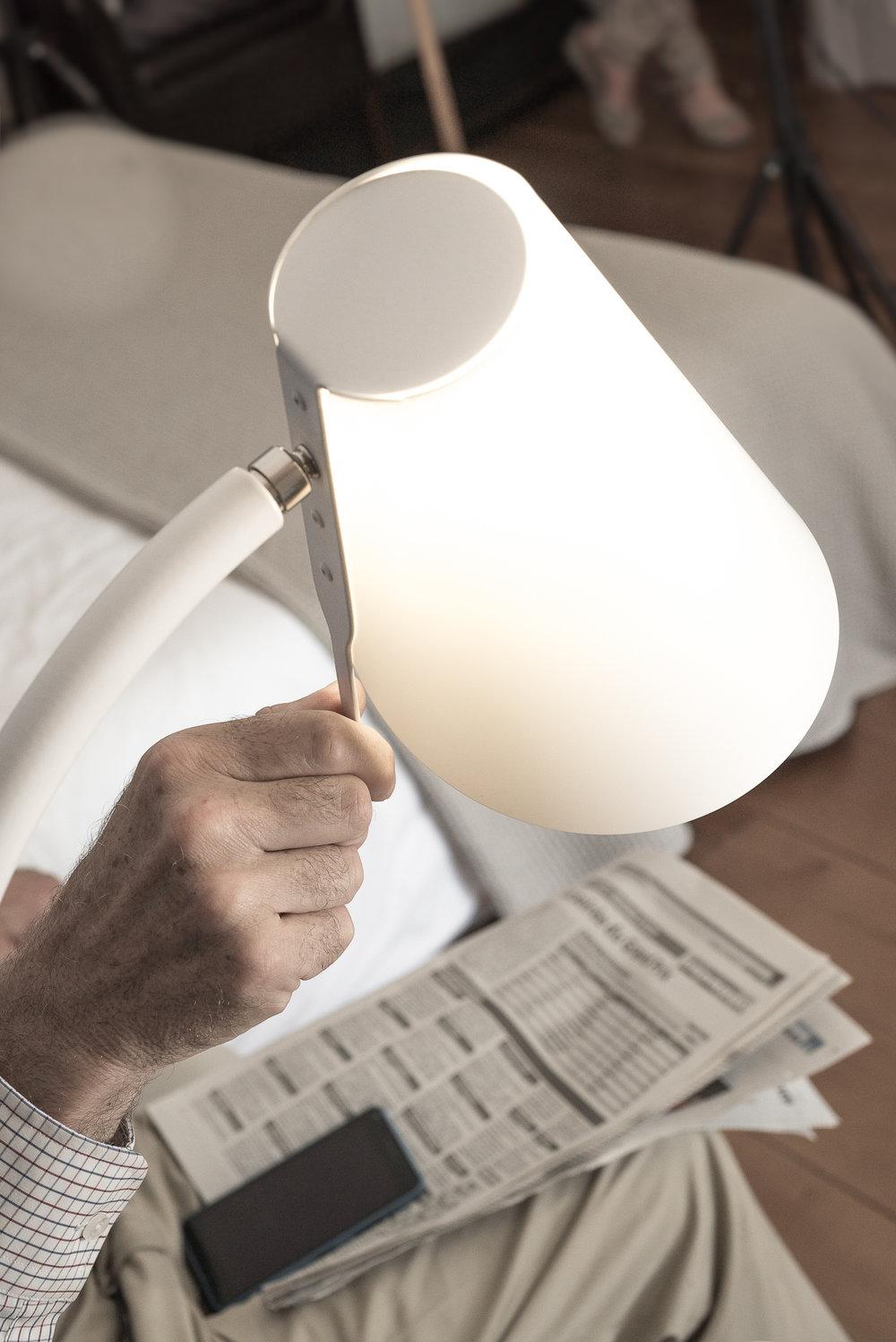 Mieux lire - Lumière adaptée et position ajustable pour mieux lire.