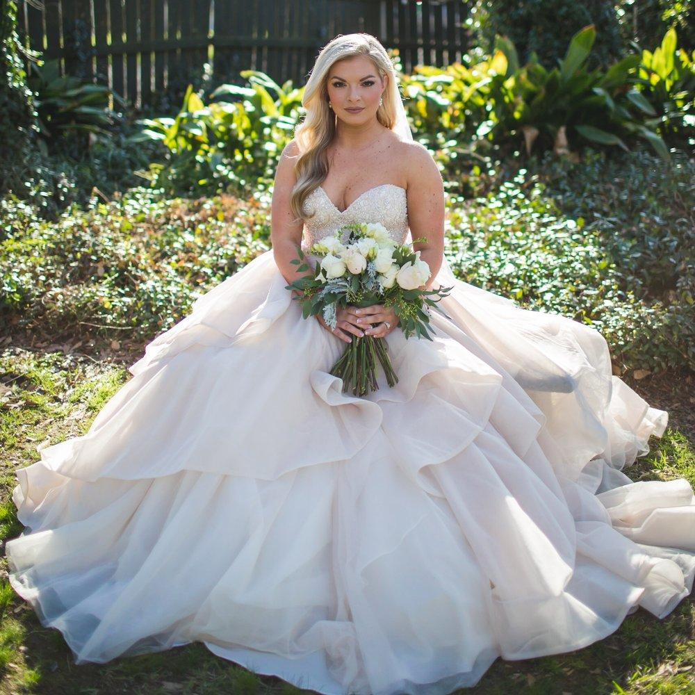 MRS. HANNA PICOU SMITH   Photographer | John Clemmer Photography Dress | Martina Liana