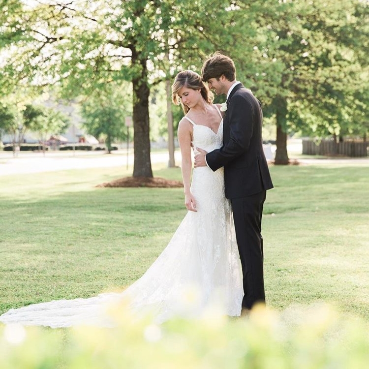 MRS. BAILEY HAMIL LYLES  Photographer | Lindsey Vallas Photography Dress | Martina Liana
