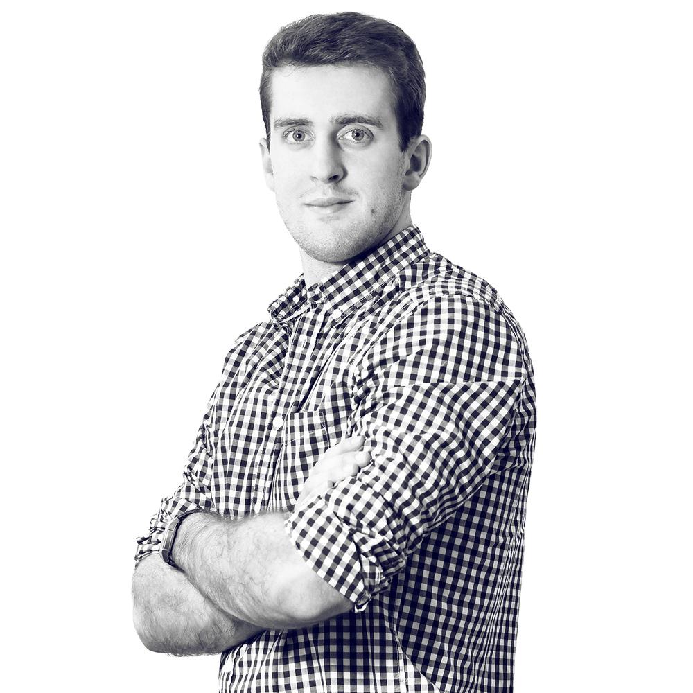 Roman Bernat Relaciones con el Cliente Roman es estudiante de Economía, principalmente interesado en el ámbito de recursos humanos y servicio al cliente. Como coautor de las carcasas para prótesis ART4LEG, entiende los deseos y necesidades de los clientes a la perfección. Su vida es admirablemente activa. Al presentar el primer prototipo de la carcasa para prótesis en la conferencia destinada a la gente con necesidades específicas INSPO 2015, decidió quedarse en el equipo ART4LEG. Encantado compartirá sus experiencias con otra gente estupenda de suerte similar con la que nos encontramos día a día en nuestro trabajo.