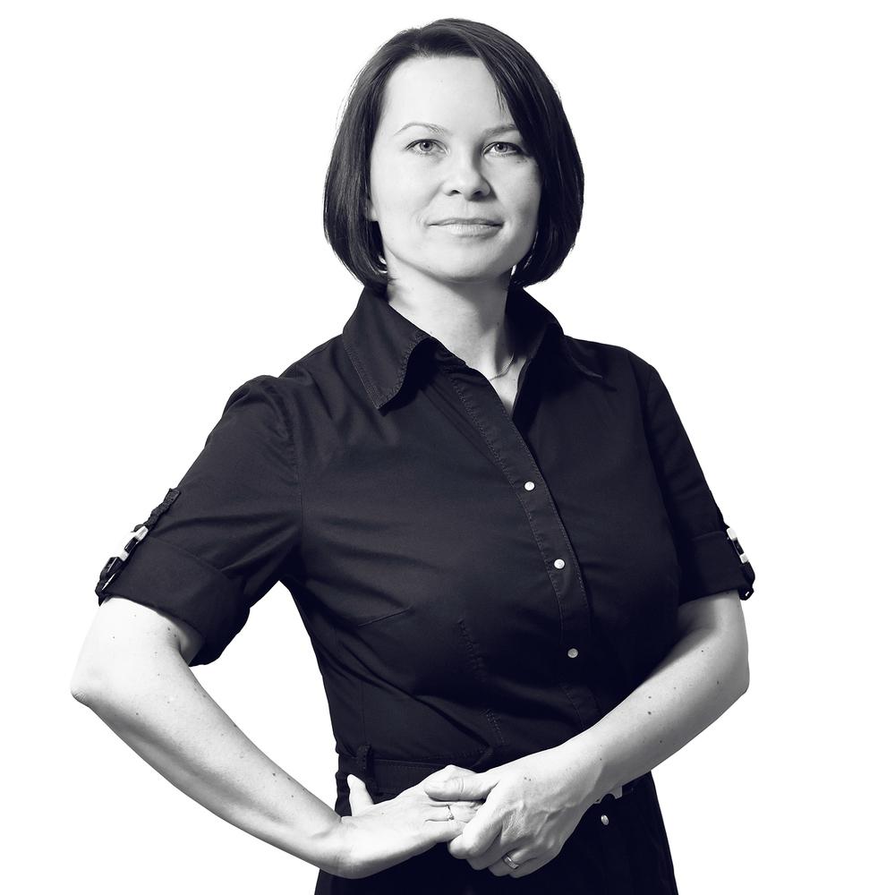 Martina Kollerova Jefa de Proyecto Martina estudió Relaciones Comerciales Internacionales. En 2015, se diplomó como Terapeuta Nutricional y sigue con sus estudios combinados en la 1ª Facultad de Medicina de la Universidad Carolina de Praga. Desde 2014 trabaja como jefa de marketing y especialista en salud en el Centro de la impresión en 3D 3Dees. Ayudó al nacimiento de la marca ART4LEG, fundada en 2015 por 3Dees en colaboración con Tomas Vacek. Martina se interesa por las crecientes posibilidades de la impresión en 3D en la medicina y la protésica.