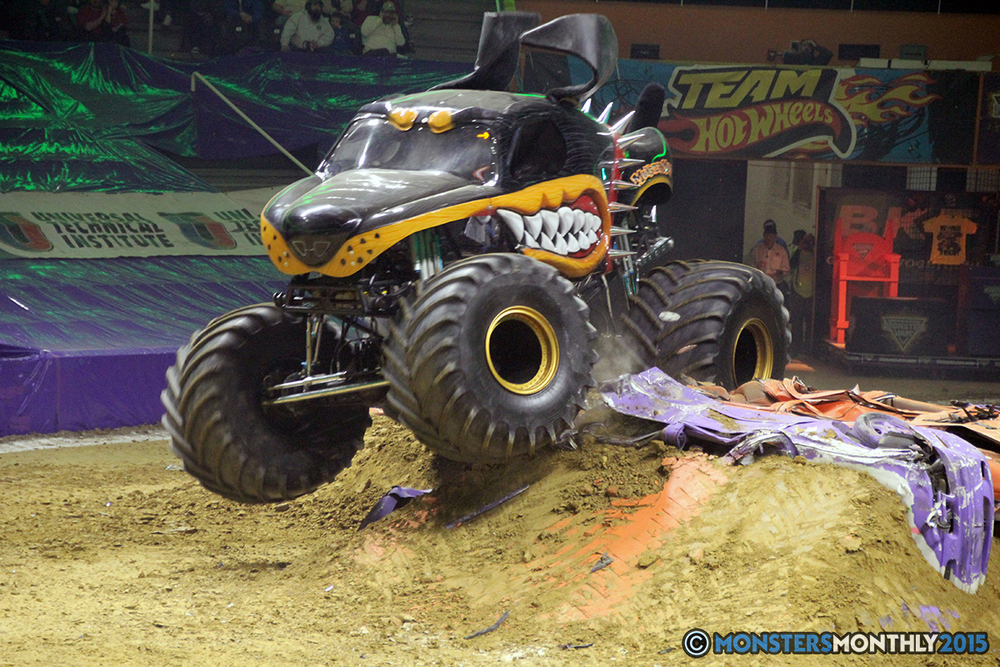 01-monsters-monthly-com-monster-jam-2015-thompson-bolin-arena-knoxville-tennessee-monster-truck.jpg