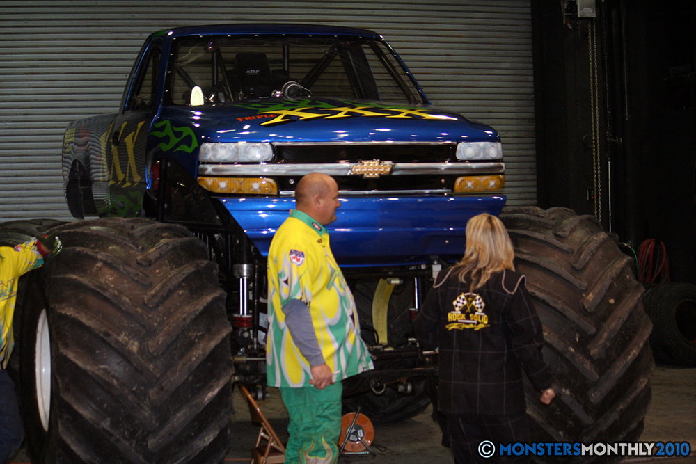 2-monsters-monthly-amp-2010-monster-truck-gallery-civic-coliseum-knoxville-tennessee.jpg