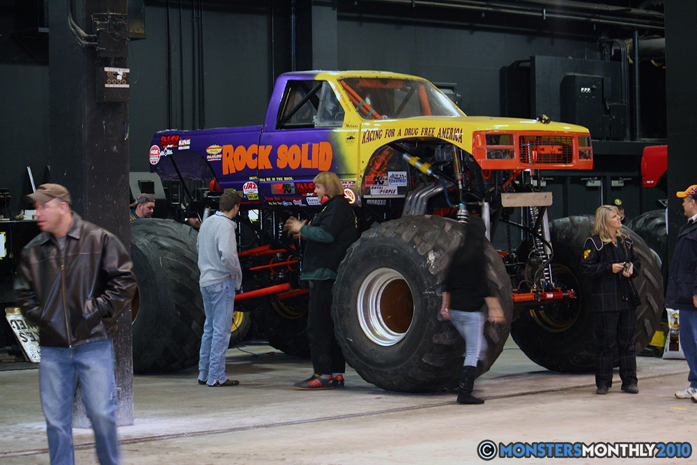4-monsters-monthly-amp-2010-monster-truck-gallery-civic-coliseum-knoxville-tennessee.jpg