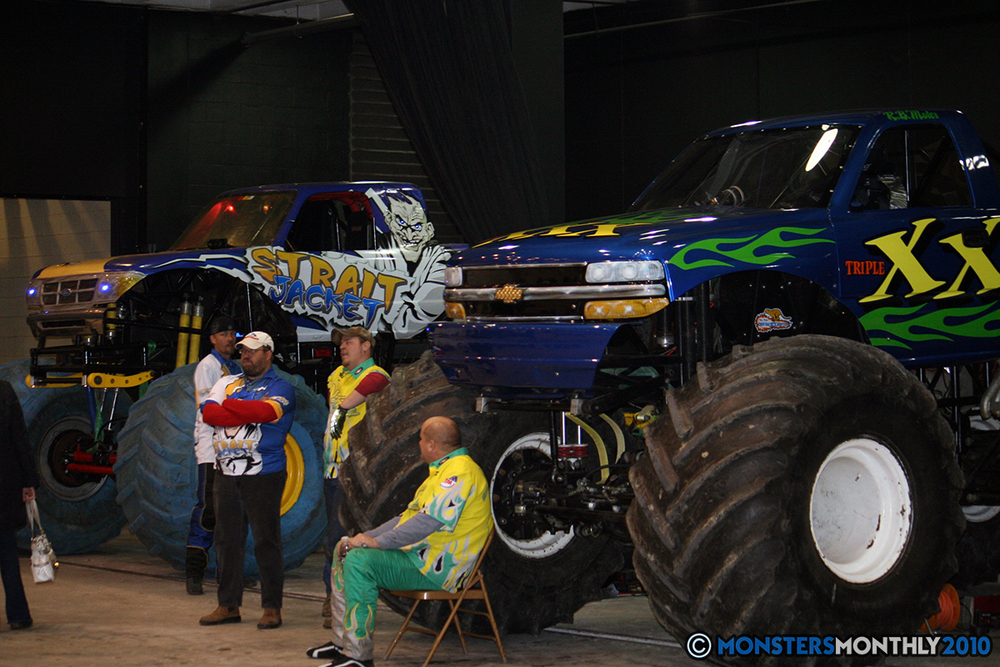 7-monsters-monthly-amp-2010-monster-truck-gallery-civic-coliseum-knoxville-tennessee.jpg