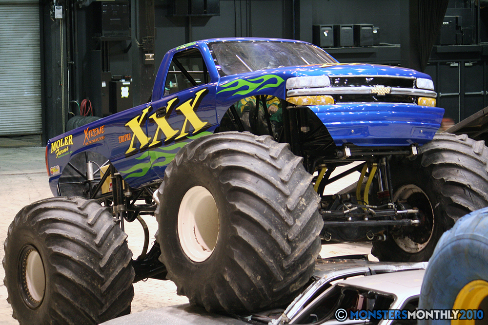 14-monsters-monthly-amp-2010-monster-truck-gallery-civic-coliseum-knoxville-tennessee.jpg