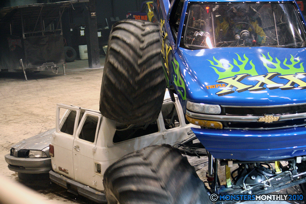 44-monsters-monthly-amp-2010-monster-truck-gallery-civic-coliseum-knoxville-tennessee.jpg