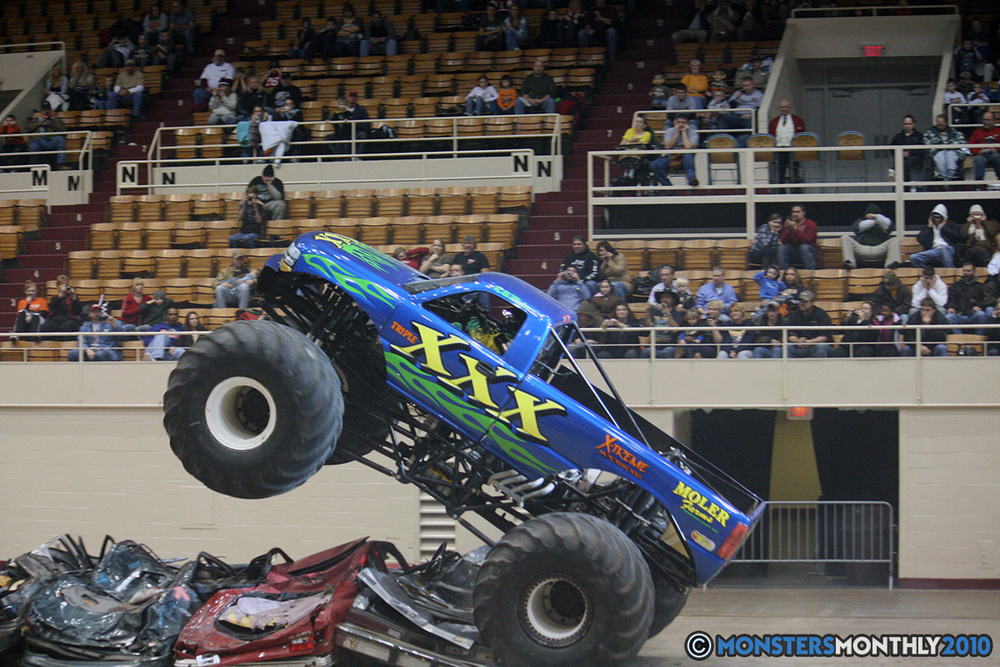45-monsters-monthly-amp-2010-monster-truck-gallery-civic-coliseum-knoxville-tennessee.jpg