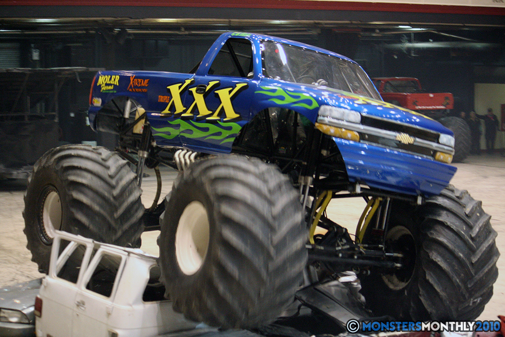 49-monsters-monthly-amp-2010-monster-truck-gallery-civic-coliseum-knoxville-tennessee.jpg