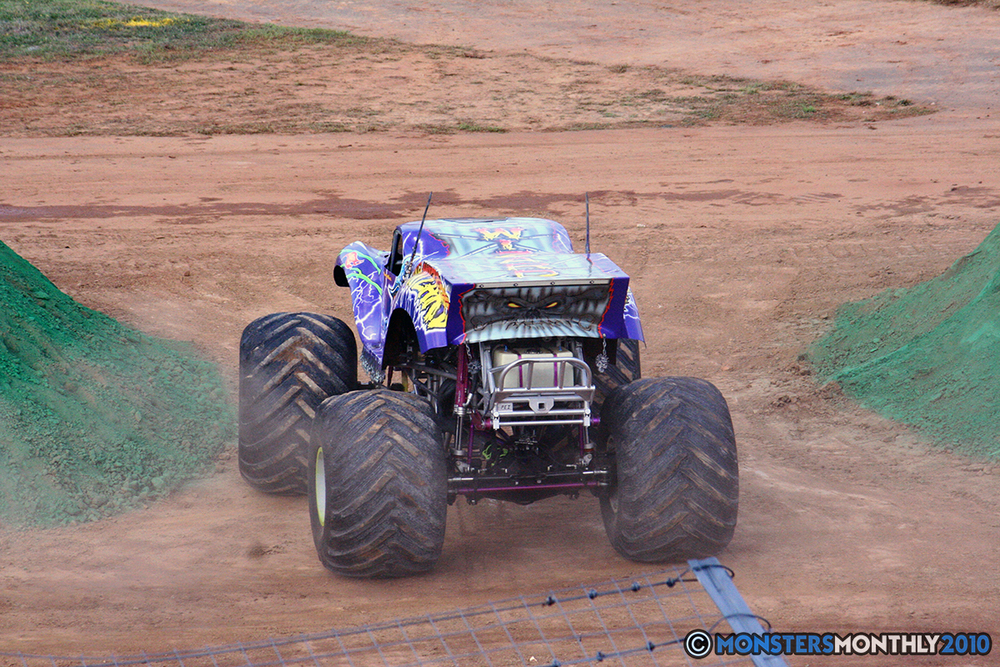 03-monstersmonthly-2010-charlotte-dirt-track-monster-truck-back-to-school-bash.jpg