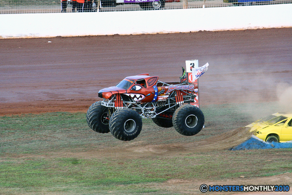 07-monstersmonthly-2010-charlotte-dirt-track-monster-truck-back-to-school-bash.jpg