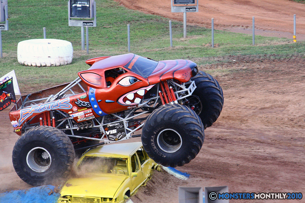 08-monstersmonthly-2010-charlotte-dirt-track-monster-truck-back-to-school-bash.jpg
