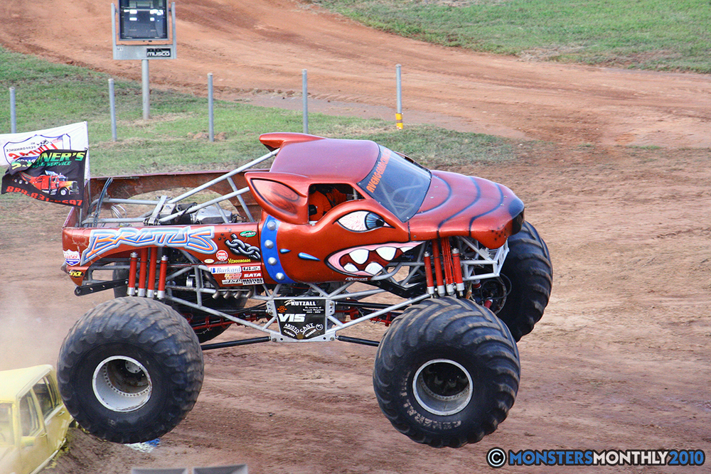 09-monstersmonthly-2010-charlotte-dirt-track-monster-truck-back-to-school-bash.jpg