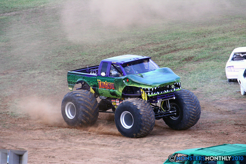 24-monstersmonthly-2010-charlotte-dirt-track-monster-truck-back-to-school-bash.jpg