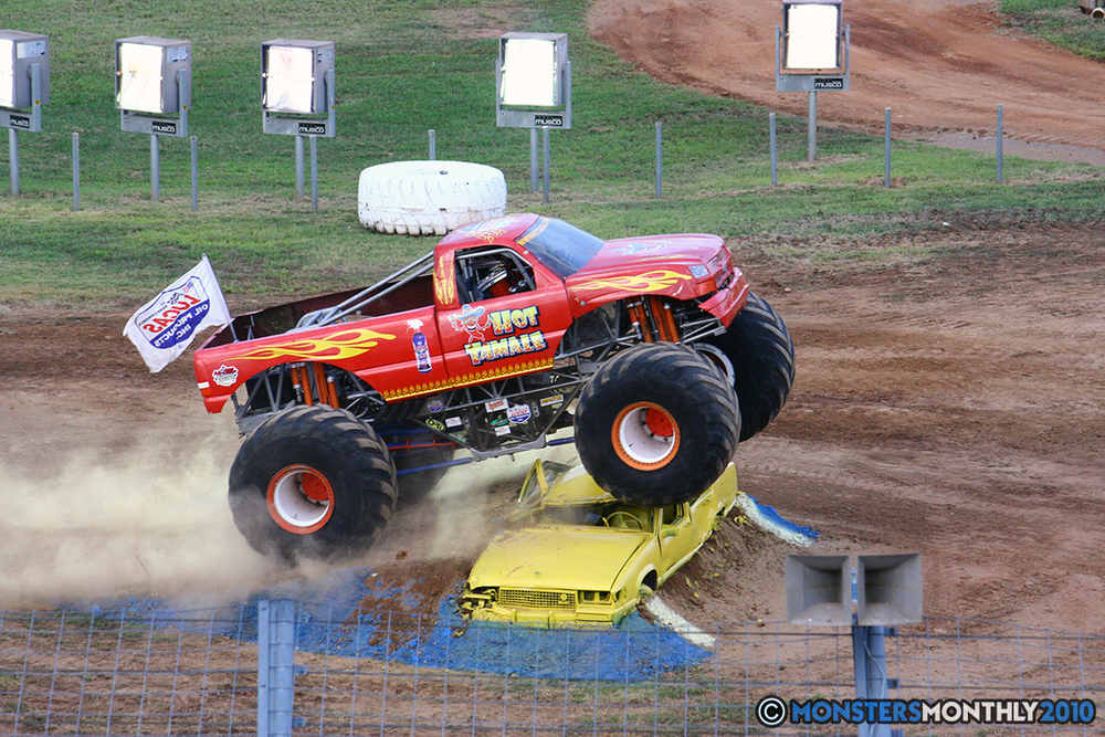 34-monstersmonthly-2010-charlotte-dirt-track-monster-truck-back-to-school-bash.jpg