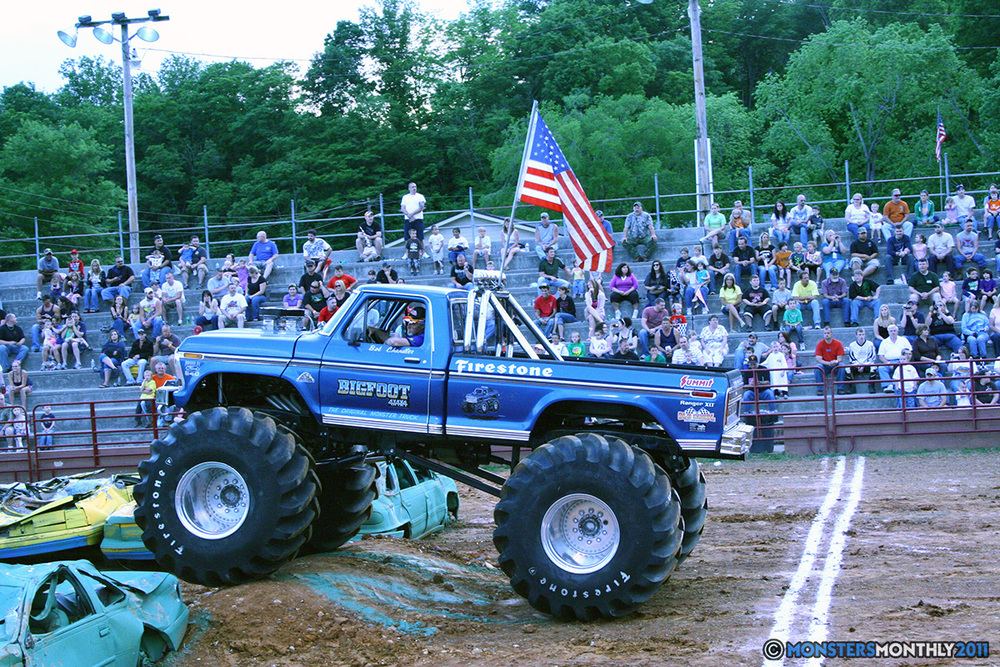 11-monstersmonthly-old-school-monster-race-sevierville-tennessee-2011 copy.jpg
